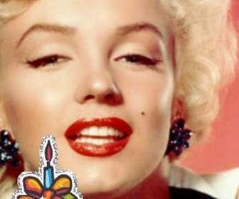 """Téléchargez votre photo et avec ce modèle, vous pouvez éditer votre propre carte de vœux personnalisée. Il s""""agit d""""une carte d""""anniversaire avec un texte joyeux anniversaire animée et un gâteau avec des bougies. Pour souhaiter un joyeux anniversaire."""
