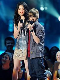 Photomontage pour Miranda Cosgrove en ligne avec Justin Bieber.