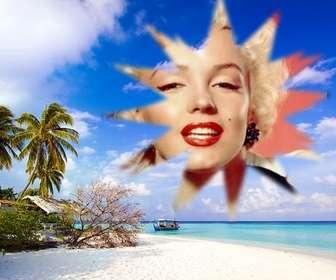 """Comprend une photo encadrée dans ce apparemment idyllique des Caraïbes, où l""""on voit, sous un ciel bleu avec des nuages blancs de la plage de sable fin sur lequel il ya un abri de fortune entre les différents arbres, arbustes et de palmiers. Dans l""""eau, très calme bleu turquoise, qui indique peu profondes près de la plage, nous voyons une barge."""