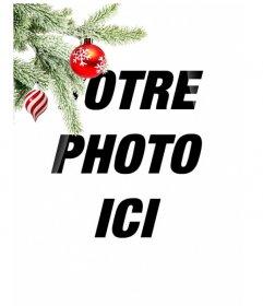 Carte postale / cadre photo de Noël où vous mettez une image. Effet de courbes améliorées sur fond noir. Au premier plan on voit une branche d'arbre de Noël accroché avec deux balles, une dans la forme de la crème glacée ou une tornade, est spirales blanches et rouges, est sphérique et se terminant en un point. L'autre est rouge sang avec des flocons de neige peints. Cadre léger.