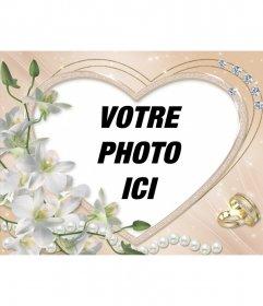 Cadre photo en forme de coeur, décorée avec des diamants, des fleurs et des anneaux de mariage