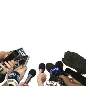 Photomontage de microphones dinterview télévisé avec votre photo