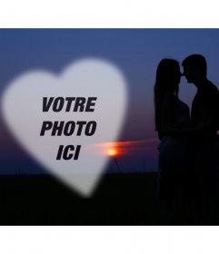 Photomontage avec un couple dans lamour avec un coucher de soleil en arrière-plan et un coeur pour mettre une photo romantique