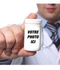 Photomontage de mettre votre photo dans une bouteille de pilules tenue par un médecin et personnalisés avec du texte en ligne