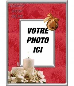 Cadre en ligne pour les photos pour célébrer décoratif cadre photo de bonne année avec une boule de Noël et bougies blanches où vous pouvez ajouter limage que vous voulez avec la phrase HAPPY NEW YEAR vous, il est très facile à modifier et libre. Partager avec tous vos proches cette monture spéciale et vous pouvez également écrire dessus avec loutil texte et de passer de bons voeux