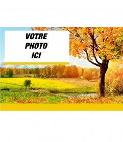 Classique champ paysage automnal avec un cadre pour votre photos