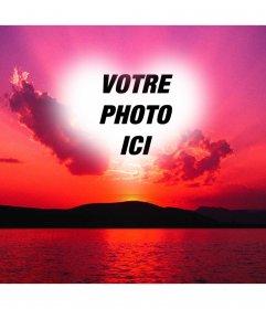 """Photomontage d""""un coucher de soleil avec un ciel rose et un cadre en forme de coeur où l""""on peut mettre une photo"""