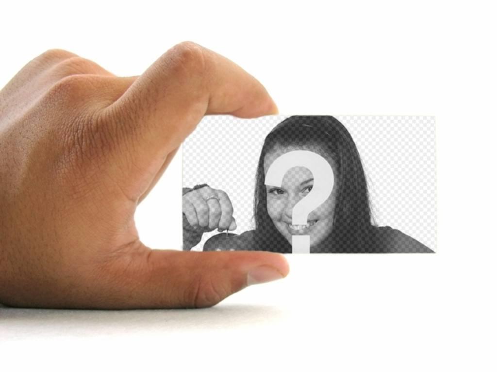 Photomontage de mettre votre photo sur une carte daffaires tenu par une main avec un fond blanc