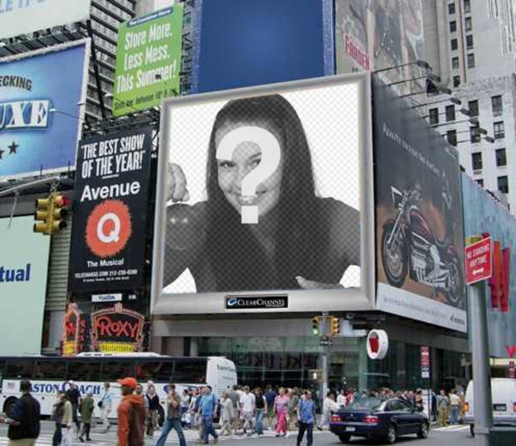 """Photomontage, une équipe de milieu urbain, avec un écran de publicité, parmi de nombreuses affiches. Votre photo s""""affiche sur elle. Vous pouvez l""""envoyer comme une blague à vos amis"""