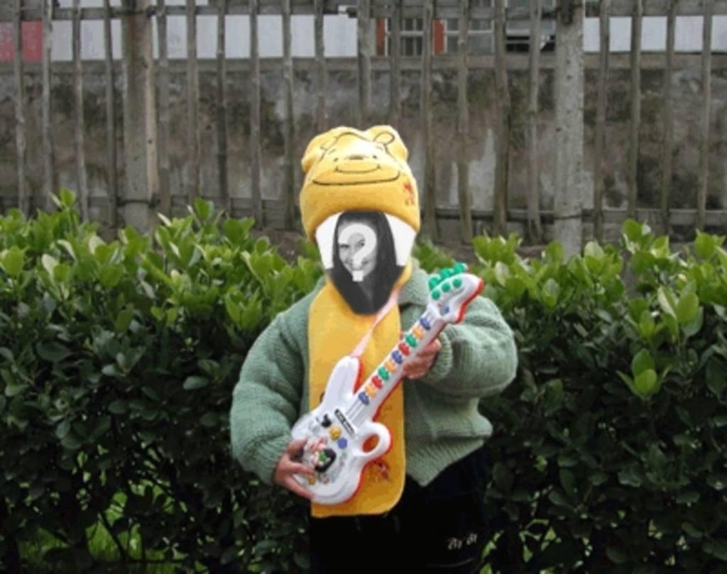 Funny animation pour faire de votre image de poupée jouer de la guitare