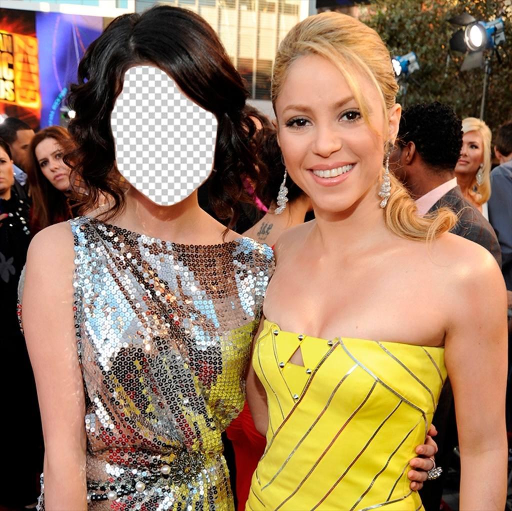 Photomontages en ligne où vous pouvez voir à côté de Shakira