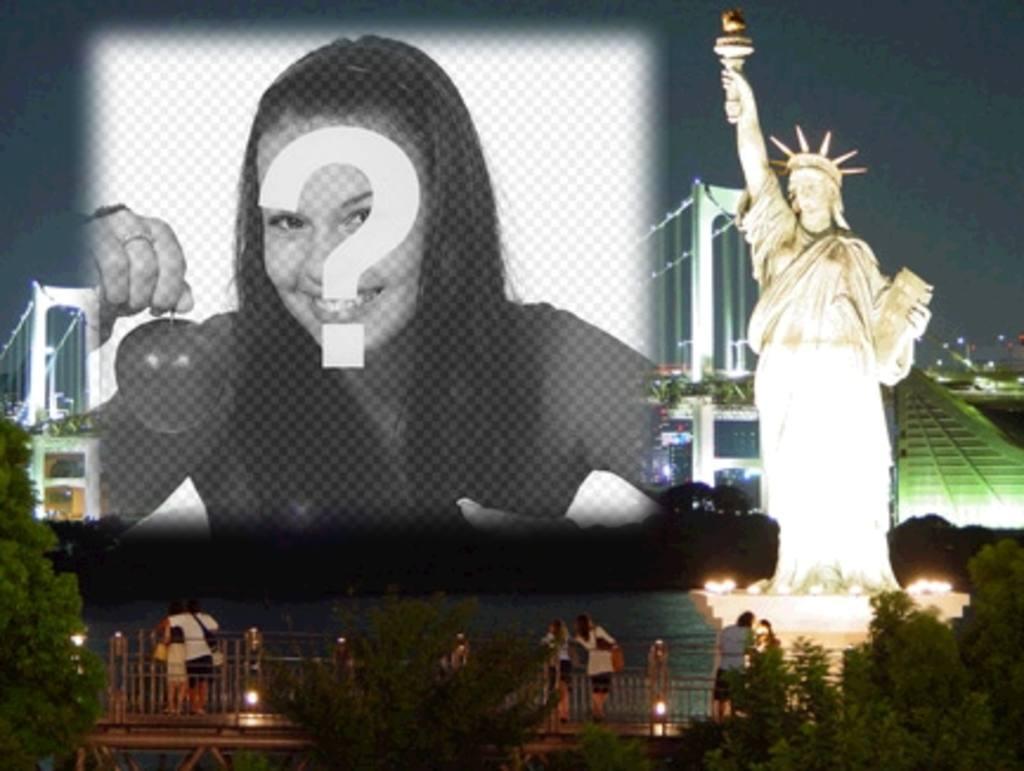 Photomontage de faire une carte personnalisée. Votre photo avec New York la nuit au fond, près de la Statue de la Liberté